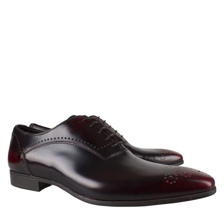 Giorgio HE46973CAMP01 bordeaux poetsleer geklede schoen  Exclusieve veterschoen van het luxe label Giorgio model HE46973CAMP01 bordeaux poetsleer. Deze geklede schoen is vervaardigd van poetsleer uitgevoerd in het bordeaux. Deze bordeaux rode schoenen zijn gedecoreerd met broque details over de schoen. Deze nette schoenen zijn voorzien van een vetersluiting en zijn voorzien van een comfortabele rubberen zool. Giorgio schoenen worden in Italië op ambachtelijke wijze vervaardigt en zijn…