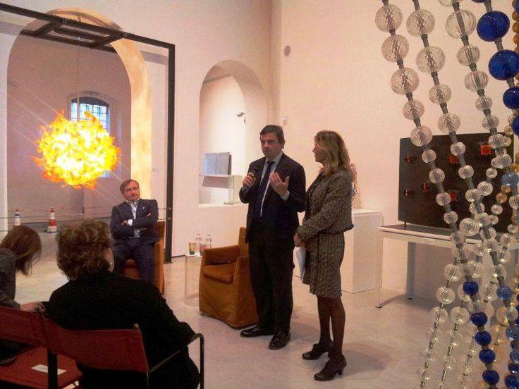 Speaking at the Museo del Vetro with with Luigi Brugnaro, sindaco di Venezia, and Carlo Calenda, Ministro dello Sviluppo economico.