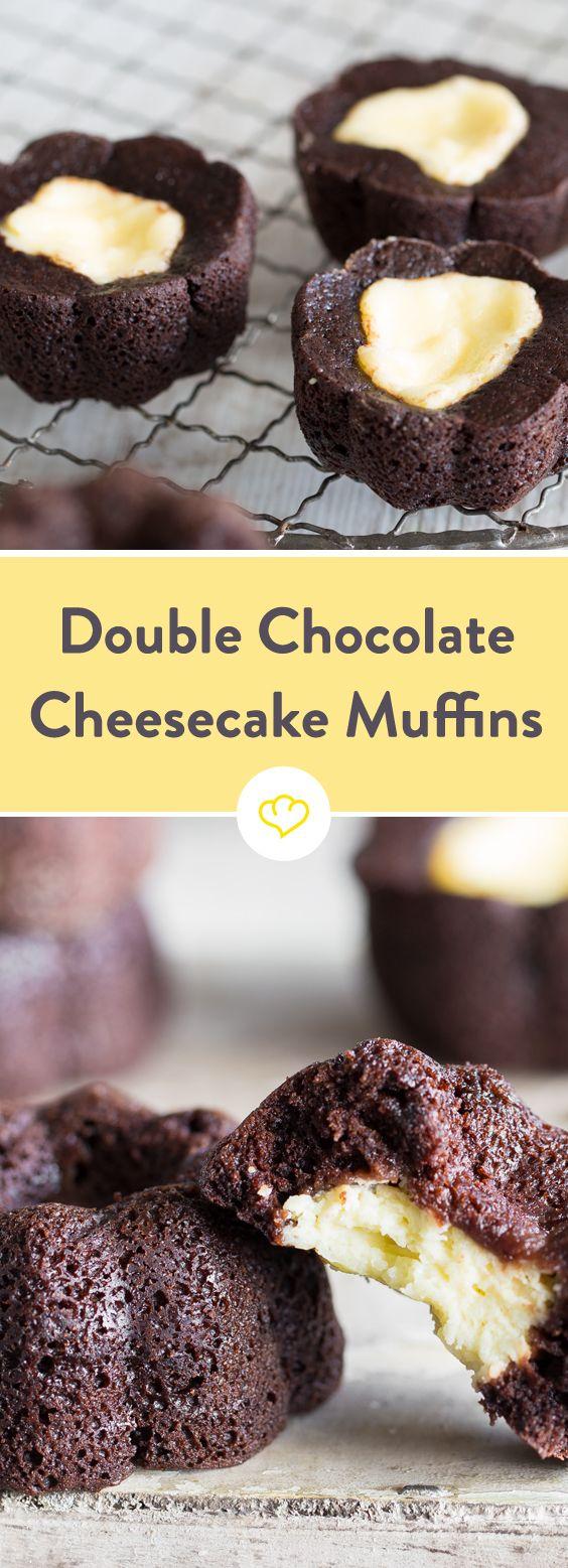 Was ergeben ein Schokomuffin und ein kleines Stück Cheesecake? Richtig! Ein Double Chocolate Cheesecake Muffin in Perfektion - wie aus dem Coffee Shop.