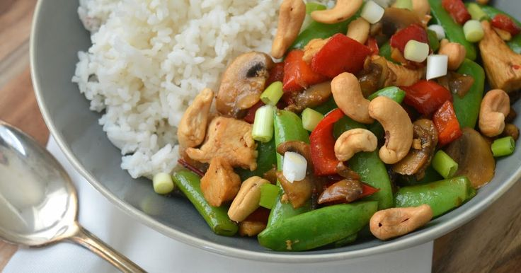 Na de kip tandoori en kip madras heb ik nu ook kip siam gemaakt, een van de bekendste Knorr gerechten. Kip met groenten en cashewnoten...