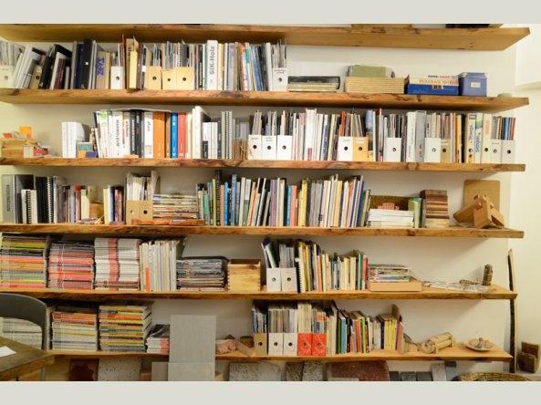 cedar bookshelves  |||||||||||||||||||||||||  mensole in legno di cedro