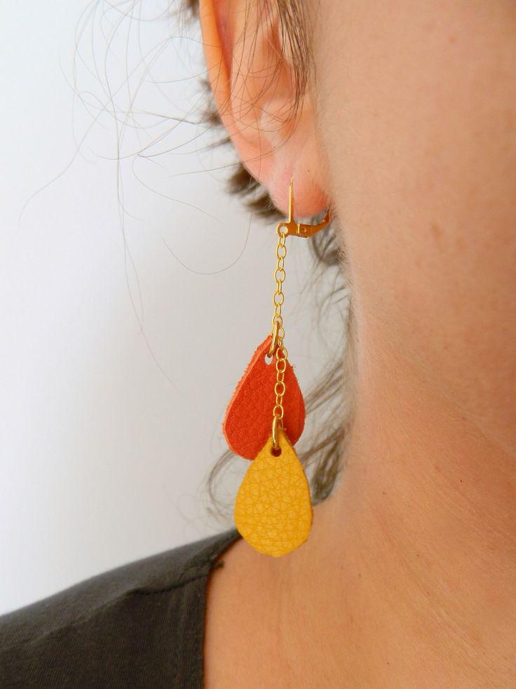 **Nouveauté** boucles d'oreilles cuir modèle gouttes, couleurs jaune moutarde et orange, métal doré : Boucles d'oreille par azantymariage