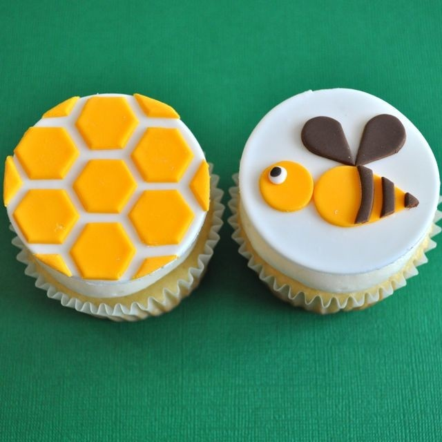 bumble bee fondant cupcake toppers!
