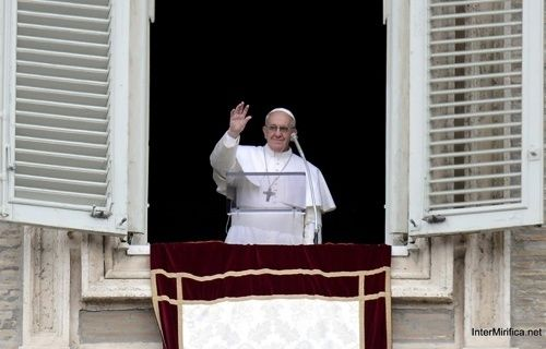Vatican celebrates Pope's anniversary with virtual book