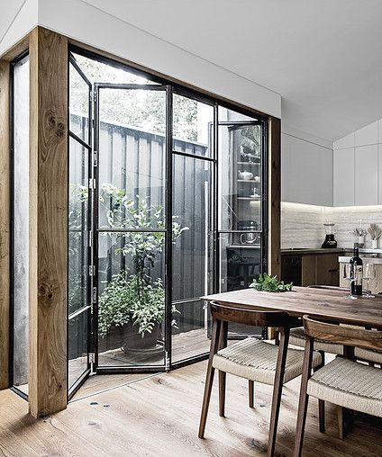 This project is a renovation to a single storey terrace house in the Sydney suburb of Paddington. The project seeked to rationalise the rear of the dwelling by