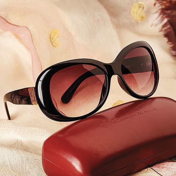 caec58f8bf5b JACKIE KENNEDY SUNGLASSES   According to the Smithsonian Institute