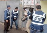 Polisten Kaçak İşçi Baskını   www.calismaizin.com/calismaizni.php?izni=kacakiscibaskini