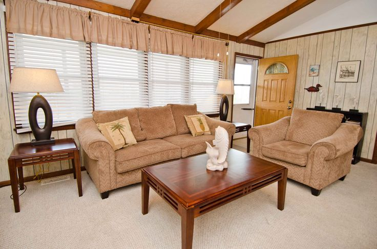 4 C's a 4 Bedroom Oceanview Rental House in Emerald Isle, part of the Crystal Coast of North Carolina. Includes Hi-Speed Internet. Pet Friendly. Non-Smoking.