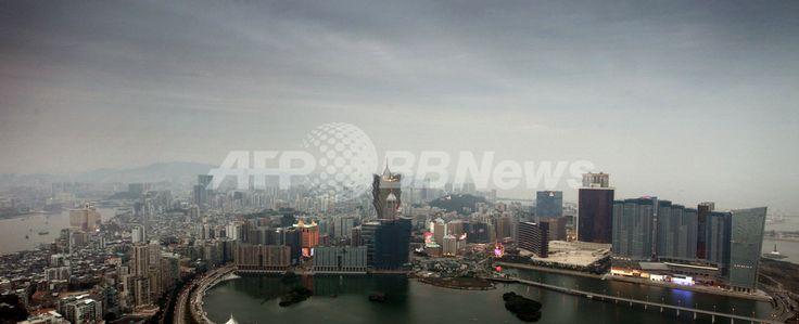 写真は、中国返還から10年を迎えたマカオで、祝賀気分で盛り上がるマカオ・タワー(Macau Tower)周辺のカジノ街(2009年12月20日撮影)。(c)AFP/ED JONES ▼21Dec2009AFP|マカオ、中国返還から10周年 民主化要求デモも http://www.afpbb.com/articles/-/2677117 #Macau #Macau_Establishment_Day #Estabelecimento_de_Macau #Macau_handover #Macau_e_devolvida_a_China