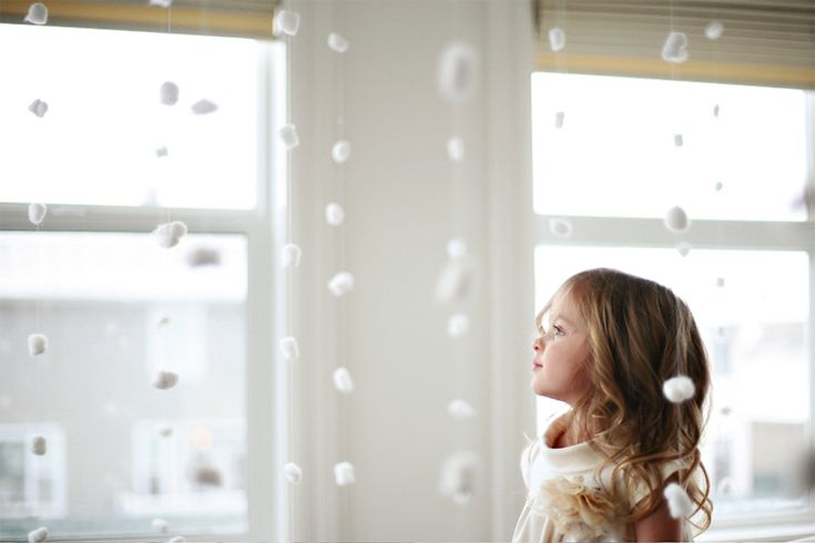 snowy backdrop using cotton ballsPink Christmas Diy, Cotton Ball, Snowy Backdrops, Diy White Christmas, Snow Pictures, Pink Sugar, Diy Christmas Backdrops, White Holiday Photos Shoots, Holiday Photography