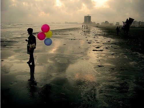 Smashing Magazine                    Posted by mstevensonPhotos, Hope Floating, Pop Of Colors, Black And White, The Ocean, Beautiful, At The Beach, Beach Photography, Balloons