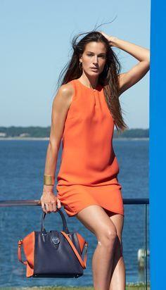 Des lignées épurées soulignent le charme minimaliste de cette robe droite en georgette. Avec son décolleté goutte d'eau, cet élégant modèle est aussi joli le jour que le soir.