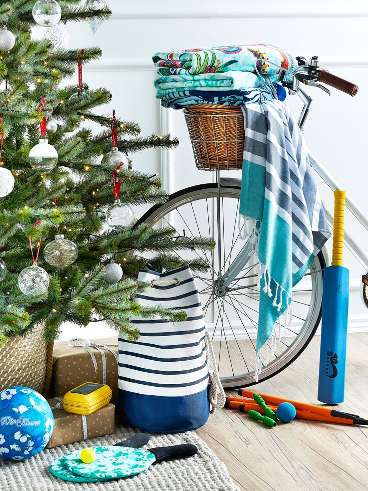 An Australian Christmas can look a little different to most! Hit a homerun with your gift-giving this year with our outdoor beach fun range. #christmas #christmasdecorating #bedbathntable