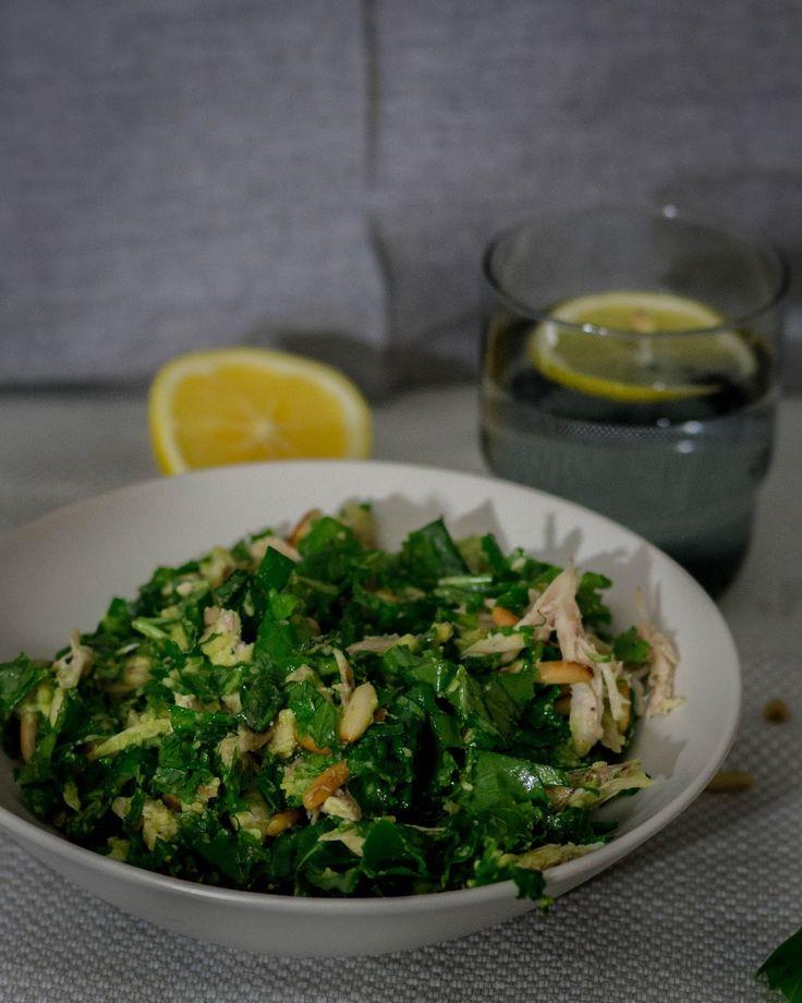 Uusi suosikkini – Lehtikaali-kanasalaatti avokadolla - Mama Gastro