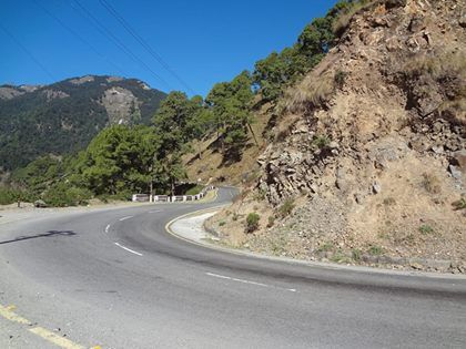 #Bhimtal #travelogue: Driving along hill roads, enroute to #Bhimtal.