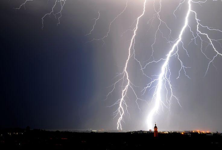 Im Juli 2015 ging dieses #Gewitter über Arnstadt #nieder. Foto: Uwe Heinemann
