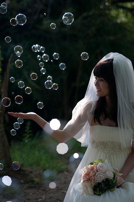 森林ロケの結婚写真。大阪洋装ロケーション。