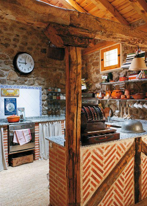 Qu buena idea ladrillo de tejas con entramado de vigas - Cocinas de pueblo ...