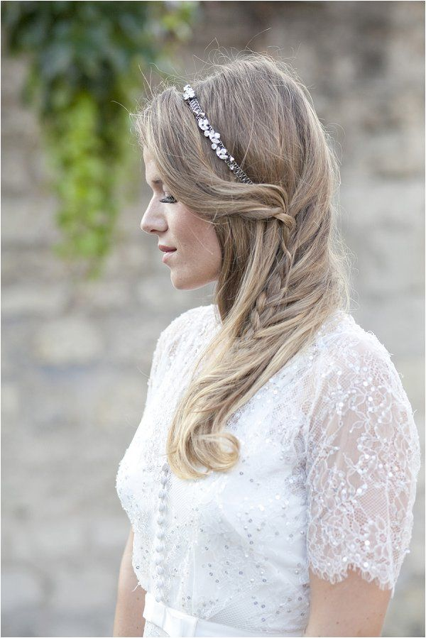 Boho bridal hairstyle | Image by Les productions de la Fabrik