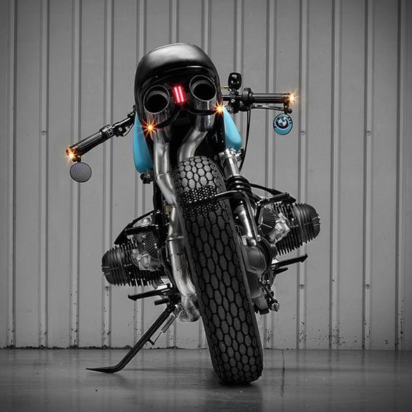 O incrível trabalho da Sinroja Motorcycles de Leicester, Inglaterra, mostra que uma motocicleta personalizada é uma extensão do piloto. Ela define quem o piloto é e o que deve ser uma experiência de vida para ele, o tempo t