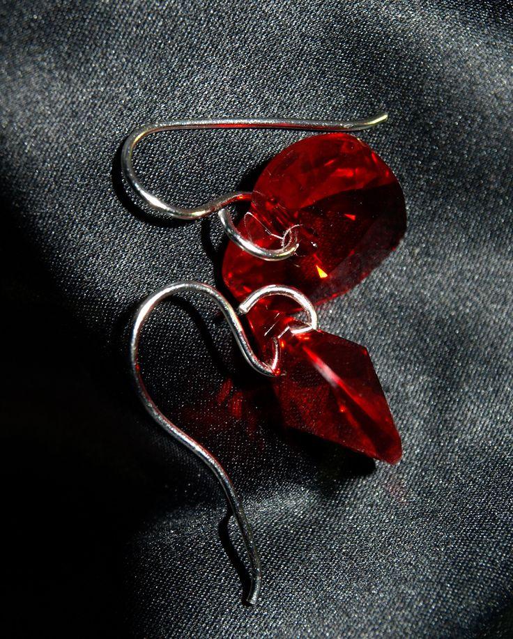 Každý deň pre Vás zlacníme jeden šperk a budete si ho tak môcť kúpiť za skvelú cenu!! Dnes sme pre Vás pripravili tieto krásne náušnice s krištáľmi Swarovski za zvýhodnenú sumu 17€. Zadajte kód Zľava_Swarovski pri nákupe a automaticky Vám odrátame 5€. Či už hľadáte pre seba oslnivé náušnice na rande alebo na nejaký špeciálny deň vo svojom živote, tieto strieborné náušnice by mohli byť ideálnou voľbou. Krásne a leštené do vysokého lesku,dodávajú vášmu vzhľadu eleganciu, bez ohľadu na…