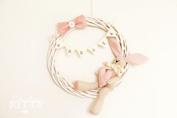 (scendi piú sotto per le descrizione in italiano - scroll down for italian description)    This is a willow wreath baby girl nursery