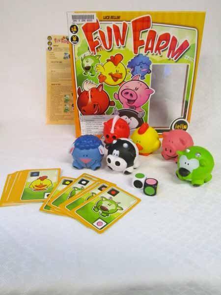 Fun Farm / COTE: JEU 3588 / Comprend 6 animaux en mousse (mouton, chèvre, cochon, cheval, vache et poulet), 24 cartes, 1 dé blanc, 1 dé noir et 1 feuillet d'instructions en français et en anglais. De 2 à 10 joueurs. Durée : env. 15 min. Pour les enfants de 6 ans et plus.