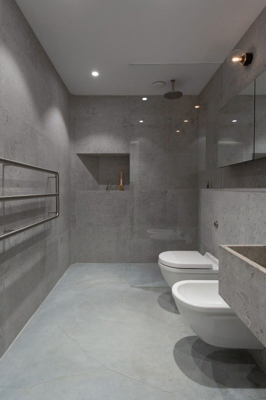 Floors in concrete, walls and basin in blasted limestone.