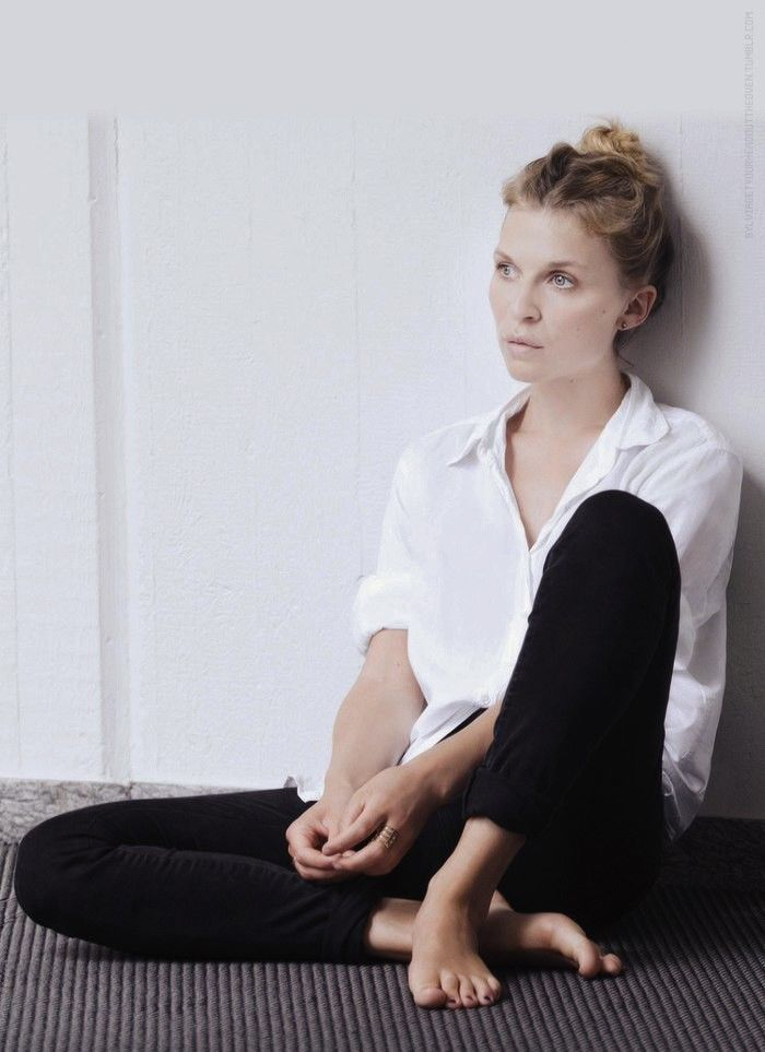 French Style Icons | Clemence Poesy in white shirt + black skinny jeans | @styleminimalism