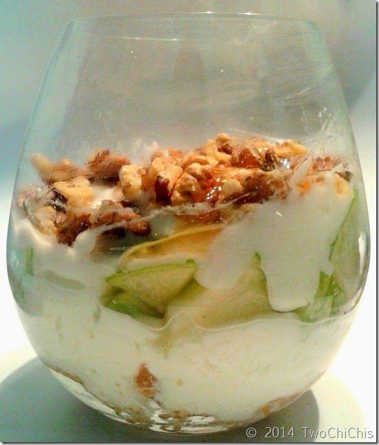 Σνακ: Μπισκότα τύπου Digestive με γιαούρτι, μήλο, καρύδια και μέλι. #greekyogurt #honey #digestive #biscuits #greenapple #walnuts