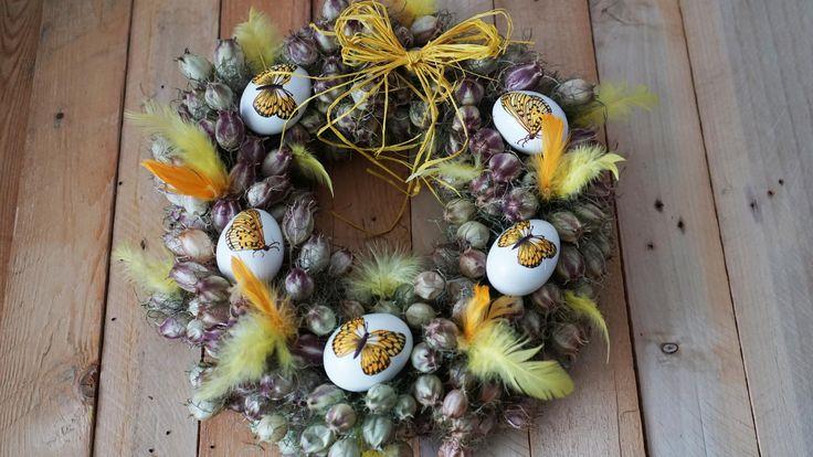 Žlutý věnec z černuchy - Na vajíčka jsme použili techniku decoupage. Věnec jsme vyrobili ze sušené černuchy. ( DIY, Hobby, Crafts, Homemade, Handmade, Creative, Ideas, Handy hands)