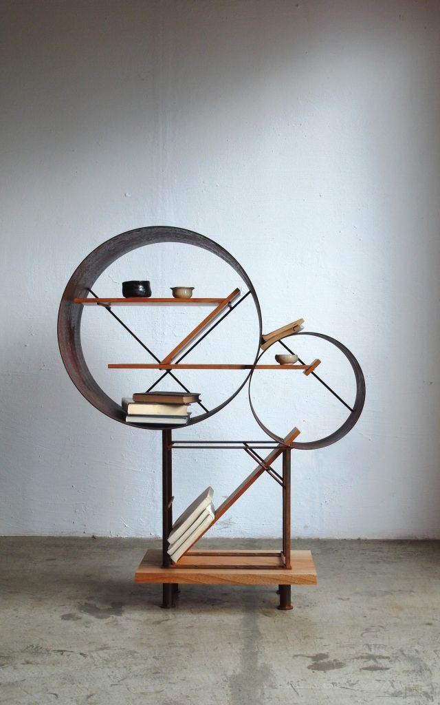 Sculptural shelves. A system of interlocking objects and geometries. By Takuya Hamajima