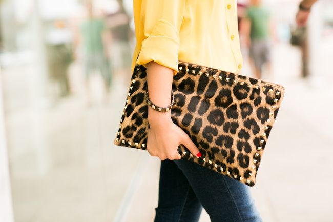 Wendy of Wendys lookbook rocking a spotted clutch with casual attire in Weekend Leopard :: Zip ankle jeans