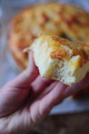 """Oui je sais, encore une recette de tarte au sucre sur ce blog mais j'avoue un gros """"faible"""" pour cette délicieuse tarte du Nord ! Cette fois j'ai décidé de garder comme base la recette de la brioche à le crème fraîche que j'avais tellement aimé et de..."""