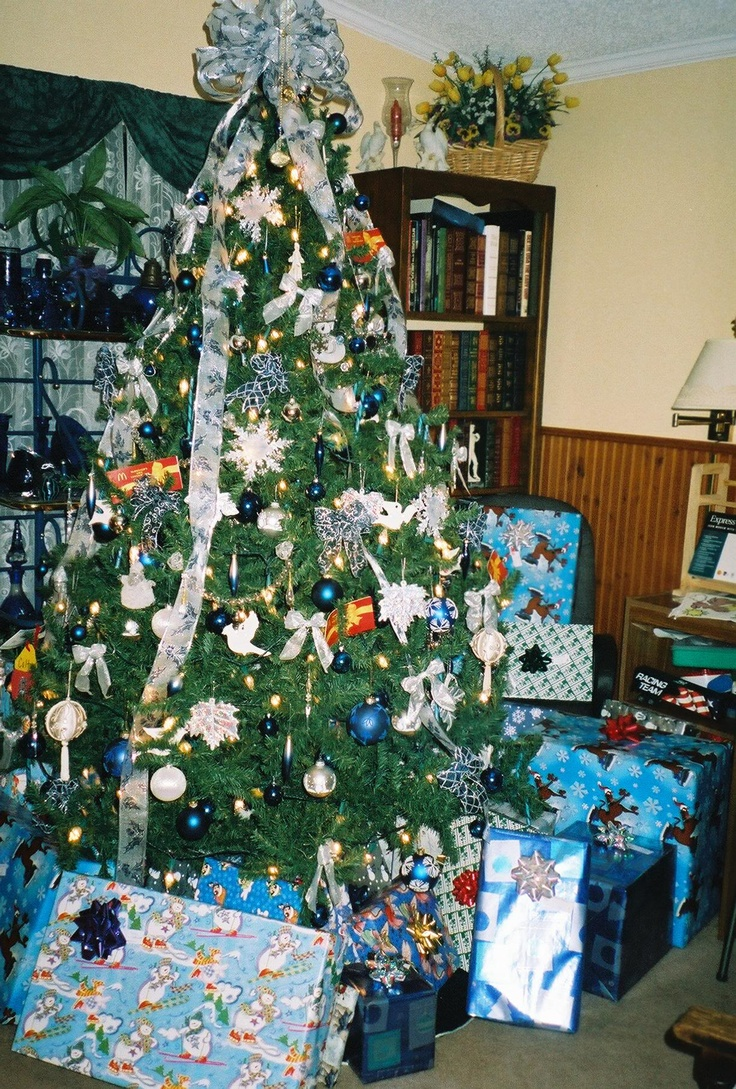 20 best Christmas Tree Themes images on Pinterest | Christmas tree ...
