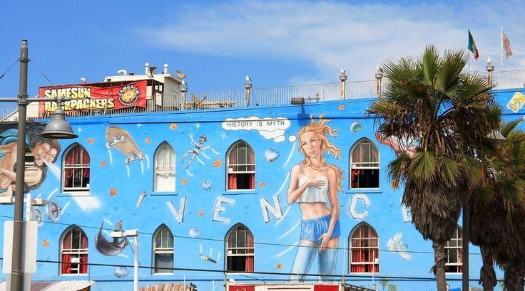 """""""De geur van wiet, hiphopmuziek. Graffiti, veel stalletjes met goedkope prullaria, eettentjes, een skatebaan, een ruim strand. Een plaats om gezien te worden en voor de mensen die niet per se gezien willen worden is het een plaats om de sfeer op te snuiven."""" Lees verder op www.reiskrantreporter.nl/reports/4340"""