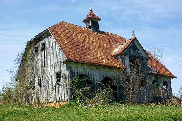 Abandon Old Scandinavian barn in Southwest Virginia - Meadowview, Virginia