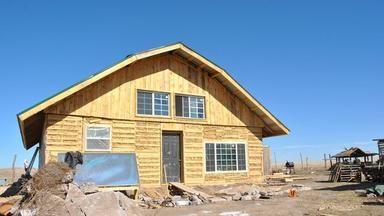 Tenhle skvělý dům postavili zvyřazených palet aslámy. Stál minimum peněz