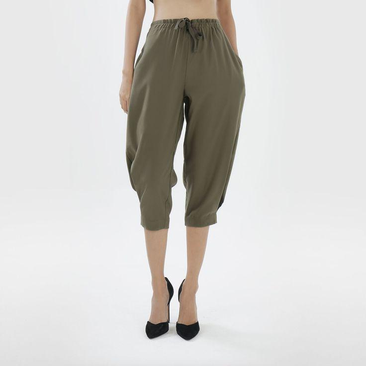 Bobobobo: Olive Khaki Capri Pants, GOTE