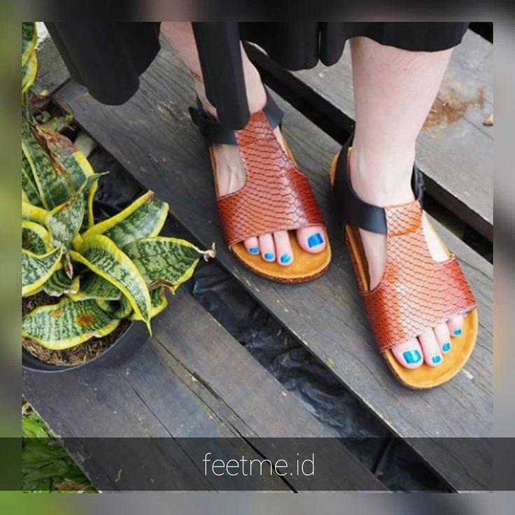 . . .  Size : 26 - 46  Insole : Suede  Outsole : Sponge  Preorder 7-14 hari kerja  No Custom Request  Contact at bio Feel free to ask   #feetme #sandals #sendalmurah #sendalcewek #sendalunisex #sendalanak #sandals #fashionpeople #ootd #2018 #cewekhits #jualsepatusendal #customsandal #lagiviral #sendallukis #bandung #jakarta #sloup #surakarta #dailylook #instagood #mules #jualsendal #kadounik #trustedseller #jualsepatu #preorder #footwear #specialrequest #sendallucu