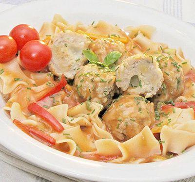 Mozzarellával töltött, mediterrán húsgolyók