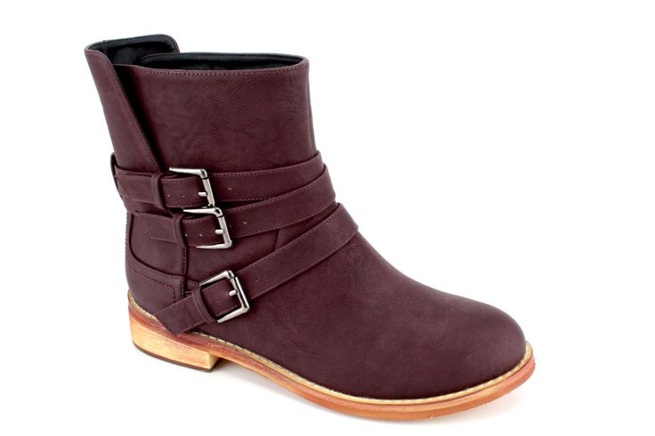 Womens low-boots in different colors. Sizes 42 - 45. http://www.bigshoes.gr