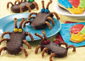 Cutie Bugs...sweet treats for a child's birthday party!!  Made from peanut butter cookies, pretzels, & candy pieces!