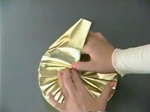 Wrap a round box beautifully.