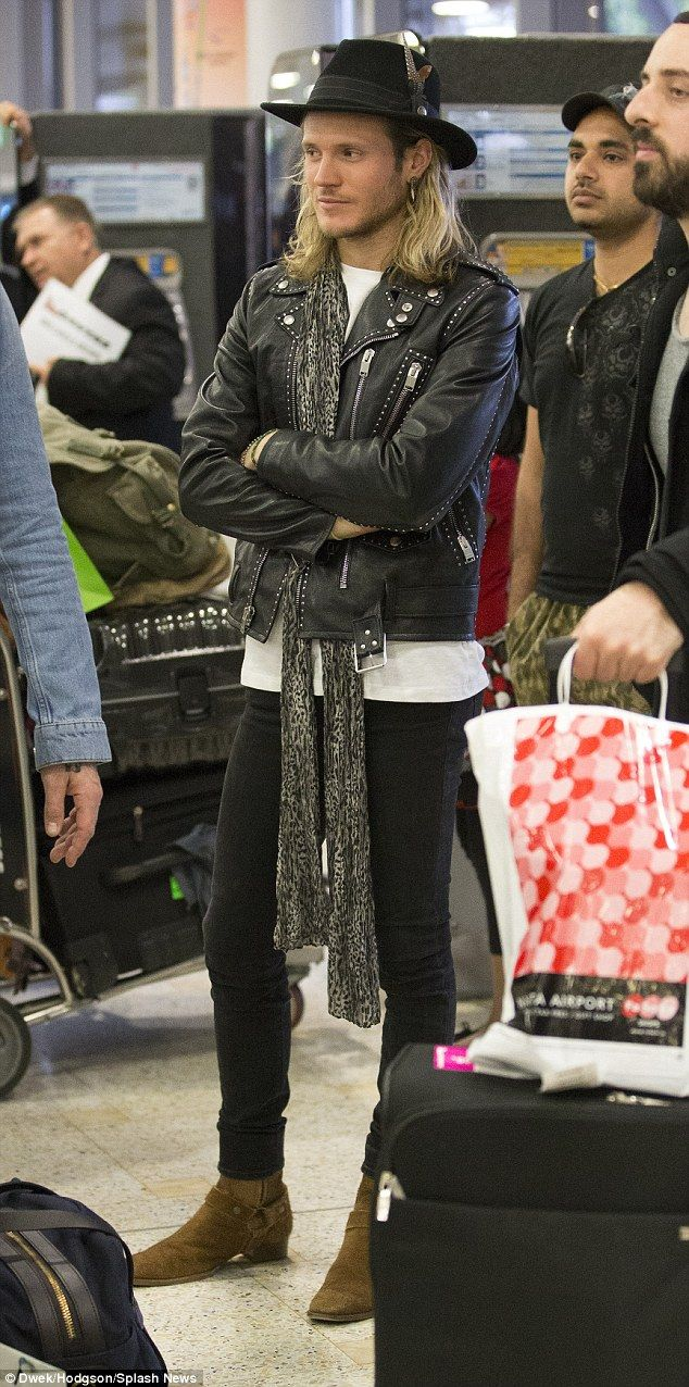 Where's my luggage? Dougie Poynter, said to be dating singer Ellie  Goulding, looked every...
