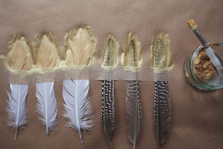 0004Gold tipped feathers http://www.boho-weddings.com/2013/11/25/diy-tutorial-gold-dipped-feathers/