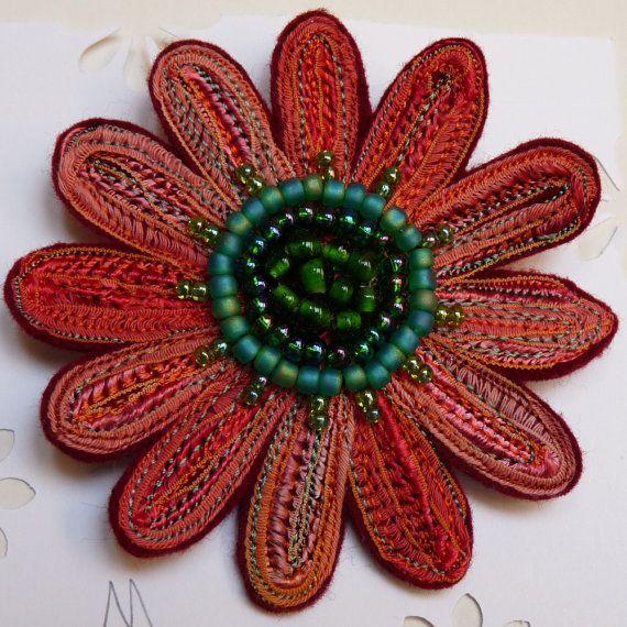 Moira Anne Dickson/ominnimo - Flower brooch