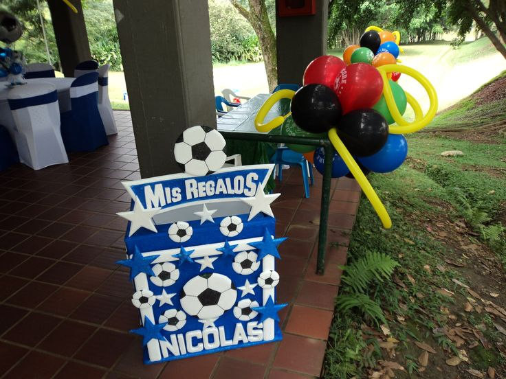 caja de regalos en icopor de balones