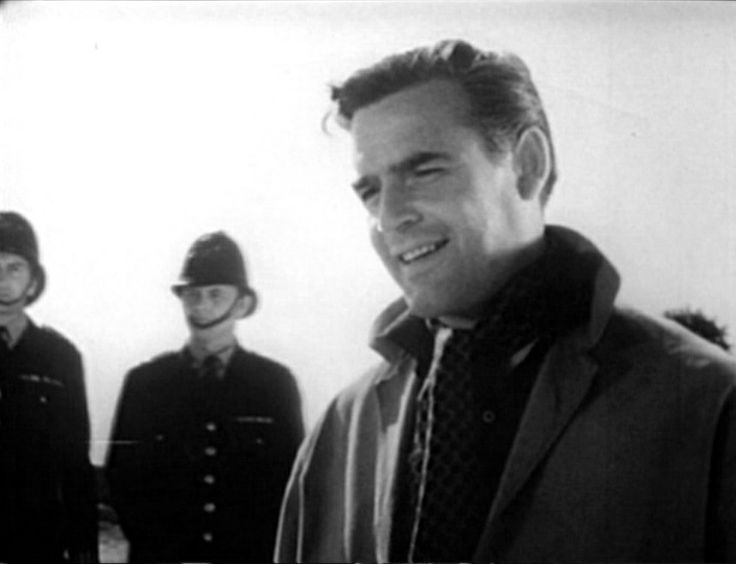 Joachim Fuchsberger has the role of the American Richard Gordon, rich guy and part-time amateur sleuth...  DER FROSCH MIT DER MASKE (1959)