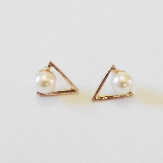 náušnice trojúhelník s perlou